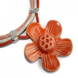 Wisior naszyjnik kwiat z ceramiki pomarańczowy