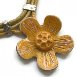 Wisior naszyjnik kwiat z ceramiki żółty