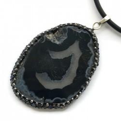 Wisior agat czarny brazylijski plaster w oprawie muszli