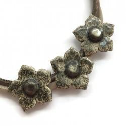Naszyjnik z ceramiki kwiaty, ecru brokat