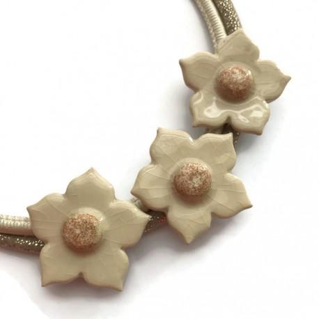 Naszyjnik z ceramiki kwiaty, ecru