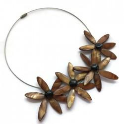 Naszyjnik kwiaty z muszli, brązowy