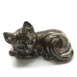 Kotek ceramiczny leżący, brązowy złoty, kot z ceramiki