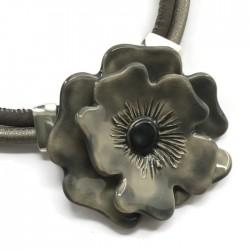 Naszyjnik z ceramiki Kwiat, szary SILVA