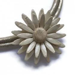 Naszyjnik z ceramiki Stokrotka, ecru kremowy SILVA