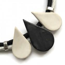 Naszyjnik z ceramiki KROPLA czarno - biały mat