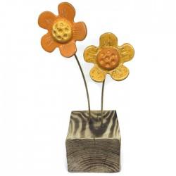 Kwiaty ceramiczne na drewnianym klocku żółty pomarańcz