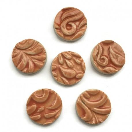 Kaboszon ceramiczny ze wzorem, koło 17mm, brzoskwioniowy