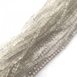 Kryształ Górski kostka 4x4mm biały sznurek